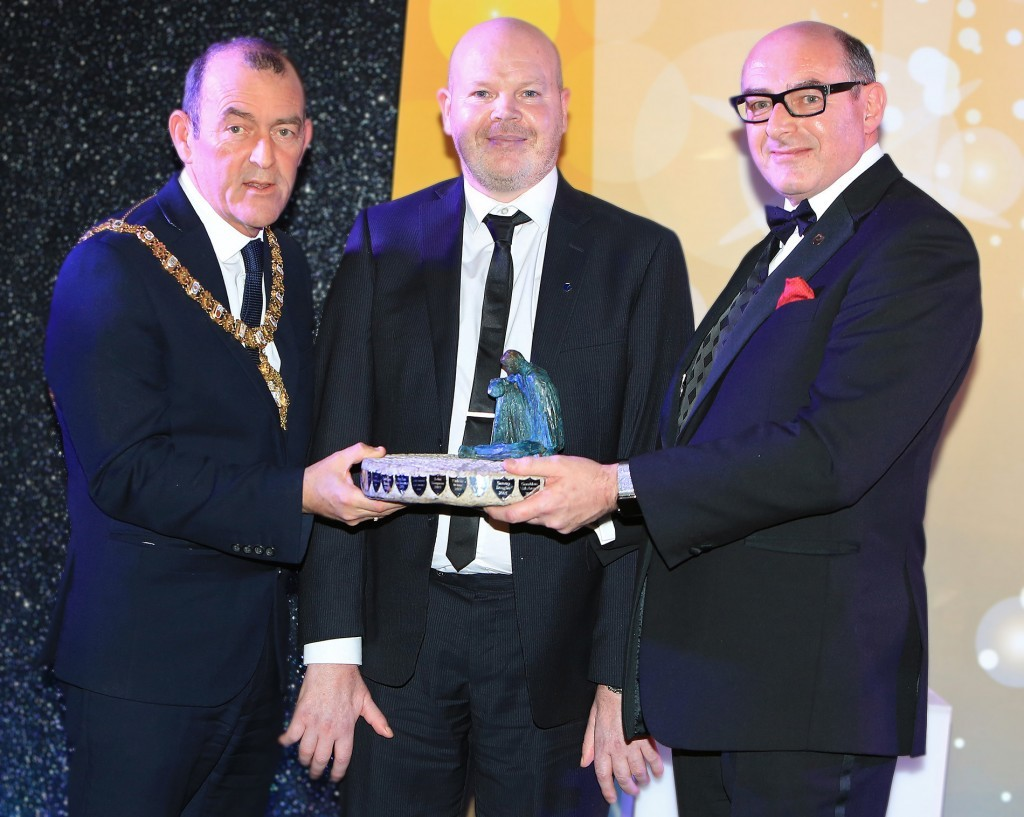 Anto Finnegan receiving the Aisling Person of the Year statuette ('Wheel of Life' by Cliodhna Cussen) from Lord Mayor Arder Carson and John D'Arcy, National Director of Open University Ireland, premier business sponsors of the Aisling Awards