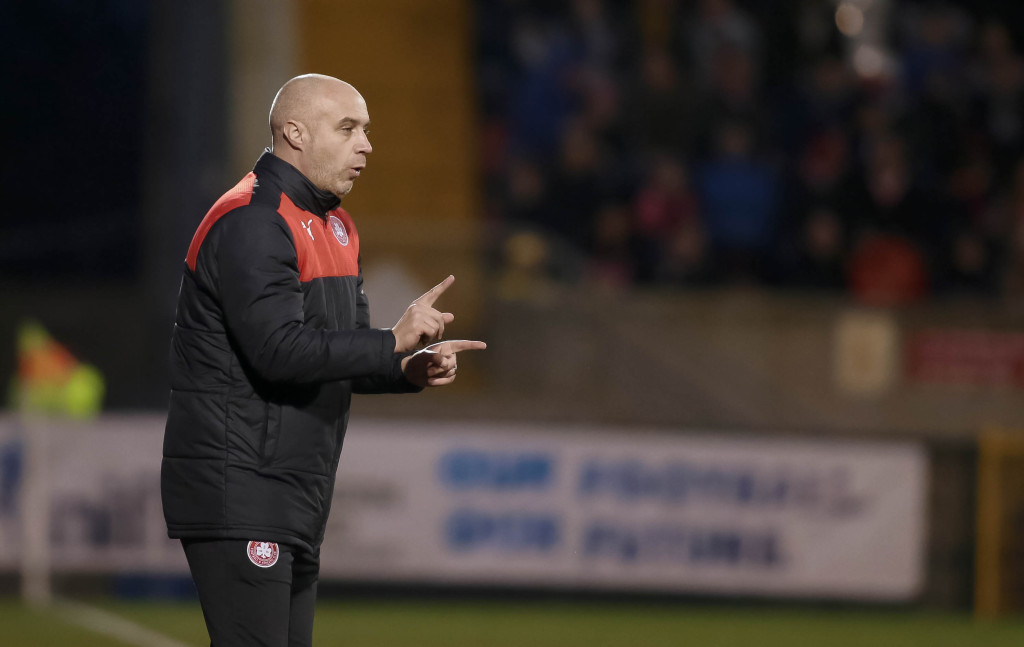 Cliftonville manager Gerard Lyttle admits his side must beat league-leaders Crusaders on Saturday if they are to have a chance of regaining the Gibson Cup.