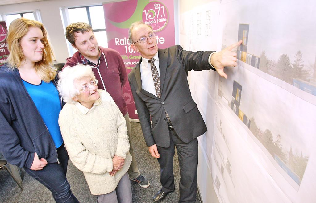 Fergus Ó hír, Clara Ní Ghiolla, Ciarán Mag Uidhir and Edel Ní Churraoin examine the Raidió Fáilte new-build plans