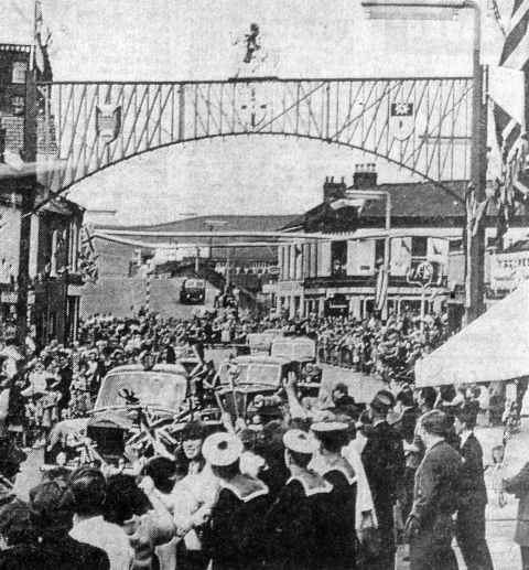 WELCOME: Excited loyalists greet the royal cortege as it makes it's way through Sandy Row