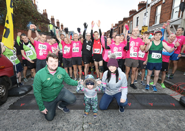 Hundreds of runners laced up early Sunday morning for the Gaeltacht Quarter 10k to raise awareness on organ donation. Pictured is little Dáithí MacGabhann and his parents Máirtín and Seph who started the race.