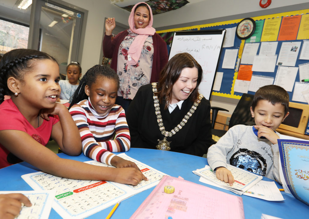 Lord Mayor Deirdre Hargey joins a class at the An Droichead, Sudanese Saturday School with students Mona, Sireen and Ali Saad, and teacher Mohga Salih