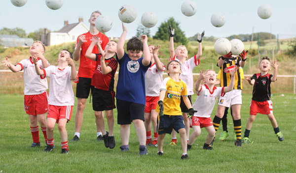 Learning to catch and run at the Lámh Dhearg Cúl Camp